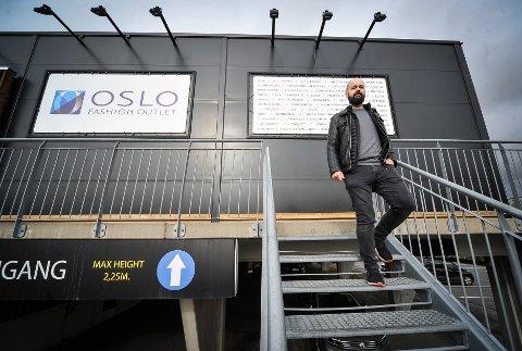 HAR PLANENE KLARE: Senterleder ved Oslo Fashion Outlet, Lars Pedersen, håper mange kunder tar turen til Vestby på Black Friday.