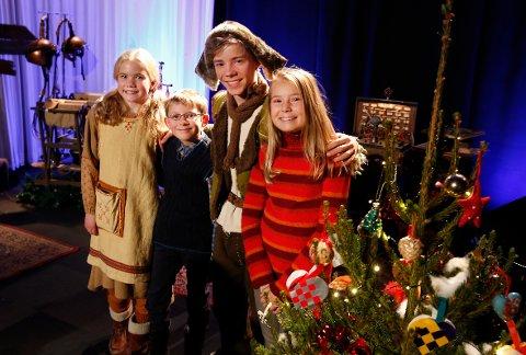 Venner: Siri Skjeggedal er sammen med barneskuespillerne i NRKs julekalender «Snøfall».  FOTO: KNUT BJERKE