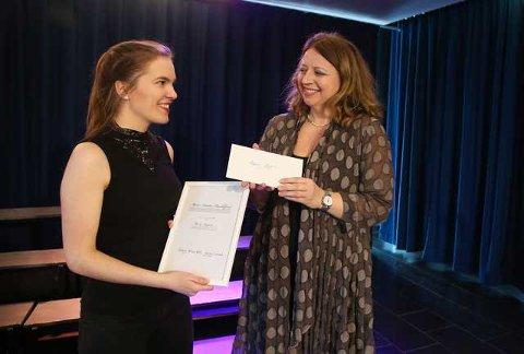 Operasangeren Ingebjørg Kosmo delte ut stipendet