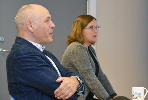 Tingvoll: Ordfører Ingrid Waagen og kommunedirektør Odd-Arild Bugge håper på en snarlig - og positiv løsning i saken om gjeterbua i Herresdalen.