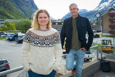 Behandlere: Ingjerd Reiten og Svein Riise står klare til å hjelpe Sunndals innbyggere i mildere psykiske problemer.