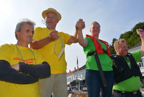 Nils Kirkedam (KrF), nummer to fra venstre, hadde ingen problemer med å slå alle politiske konkurrenter i torsdagens uhøytidlige rokonkurranse under trebåtfestivalen.