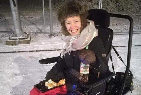 BORTE: Ida Hauge Dignes har blitt frastjålet rullestolen fra gangen i blokken hvor hun bor.