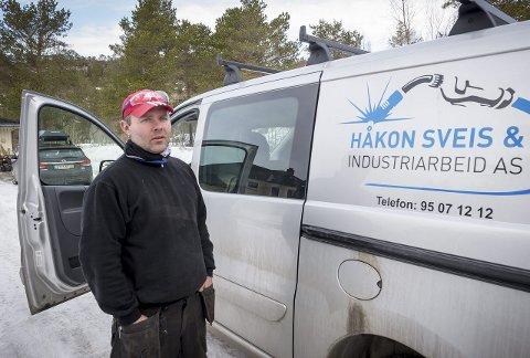 Egen bedrift: Håkon Endre Olsen er en av flere som var snar med å komme seg i arbeid etter at solindustrien i Glomfjord gikk over ende. Begge foto: Johan Votvik