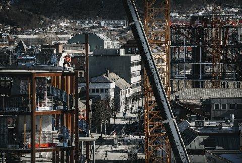 April: Både det private og det offentlige bygger i Bodø. 360 bygget reiser seg i sentrum.Nye Rådhuset i bakgrunnen. alle foto: Tom Melby