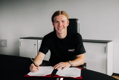 Her signerer Jens Petter Hauge for den tyske klubben.