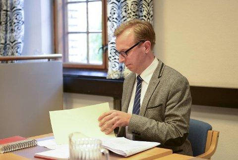 Forsvarer Martin Gautestad Jakobsen før mandagens fengslingsmøte. FOTO: MADS TRELLEVIK