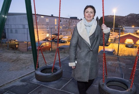 Trine Samuelsberg (bildet), daglig leder i Kidsa barnehage, mener der er fullt forsvarlig å gi de minste barna mindre plass. – Det går ikke utover kvaliteten. Da hadde vi ikke gjort det, sier hun. Nestleder i Utdanningsforbundet, Elin Haugsvær Gravdal, er kritisk. – Barn skal ha plass til å utvikle seg, påpeker hun,