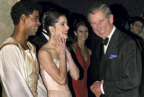 Carlos Acosta hilser på Prince Charles etter en galla i Royal Opera House i november 2004. I juni kommer Acosta til Festspillene i Bergen. Hans første norgesbesøk.