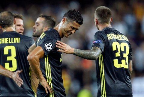 Cristiano Ronaldo fikk rødt kort på Mestalla i forrige runde i Champions League. Han må stå over kampen mot Young Boys tirsdag. (AP Photo/Alberto Saiz)