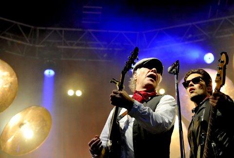 2009: Kim Larsen og Kjukken-medlem Jesper Haugaard på Bergenhus festning i 2009. Larsen og co. var de første som spilte på scenen som er kjent som Plenen inne på festningsområdet. To år før det spilte Larsen to utsolgte konserter i Grieghallen.+arkivFOTO: SKJALG EKELAND