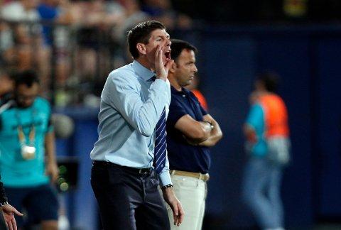 Vi tror Rangers og manager Steven Gerrard får problemer mot formsterke Aberdeen borte på Pittodrie.   (AP Photo/Alberto Saiz)