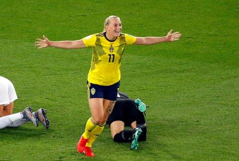 Stina Blackstenius scoret seiersmålet for Sverige både i åttedelsfinalen mot Canada og i kvartfinalen mot Tyskland. Hun blir en meget viktig spiller for Sverige også i kveld. Foto: Michel Euler (AP)