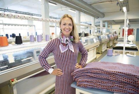 Oleana produserer og selger strikkeplagg. – Vi satser på å nå en litt yngre og litt mer motebevisst målgruppe der det er beinhard konkurranse, sier Gerda Sørhus Fuglerud om satsingen på en ny produksjonslinje.
