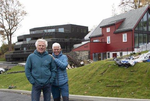 Gunnar og Åge Skjold er stolt og fornøyd med det de har fått til på gården de arvet.
