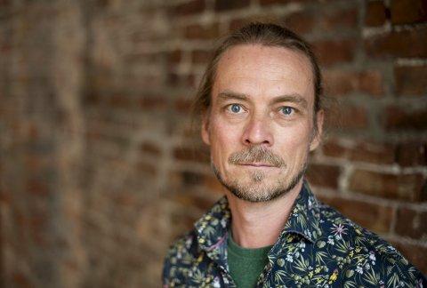 Peder Kjøs diskuterte temaet «Berøring» under Festspillene. Hvordan blir vi berørt når vi opplever kunst, musikk, litteratur eller billedkunst?
