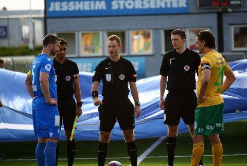 Daniel Higraff (i midten) blir en del av RIL Fotball.