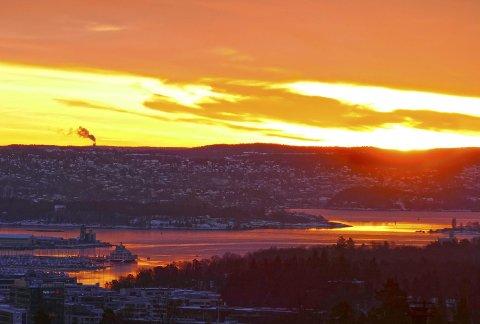 Solopppgang: Dette bildet viser soloppgang over Oslo en søndag morgen. Morten Wold synes det er den aller beste starten på en ny dag.
