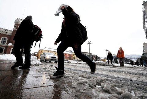 SLAPS: Noen reale regnskyll vil gi mye slaps på veiene i dagene framover.