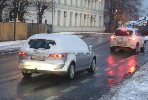 Kjører du slik kan du miste lappen, ifølge politiet. Dette tilfellet er fra Drammen i november.
