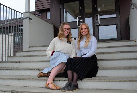 NY METODE: Direktemeldinger på Instagram er en ny metode for Kaylee Isaksen (20) (t.v.) og Emilie Horgmo (22), for å forsøke å spre budskapet til flere. De tester fortsatt ut hvilke plattformer som gir best resultater.