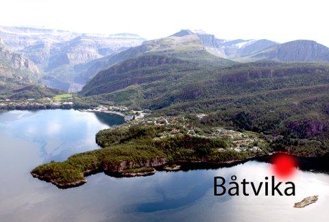 Ovenfrå og ned  Langeneset i Svelgen sett i frå sørvest. Risevatnet og Keipen iooe til venstre i bildet