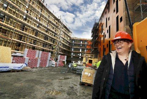 Fornøyd: Rita Hirsum Lystad, direktør i Studentsamskipnaden i Østfold, gleder seg over at studentboligene på Bjølstad tar form. Alle foto: Svein Kristiansen