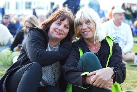Fans: Petra Reimer (41) og Silke Hermes (59) tok turen fra Hamburg i Tyskland for å se Sivert Høyem.