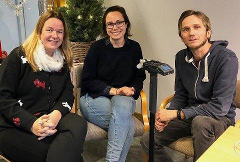Premiere: Beate Mellemsether, Henrikke Bugdø Aarseth og Pål Vikesland deltar i Østfold fylkeskommunes første podcast. FOTO: Marte Beck