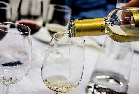 Selv om det kommer korksmuler i vinen er den ikke ødelagt. Bare sil vinen, sier vinkjenner.