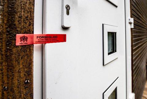 Det var i denne boligen på Søndre Sandøy at politiet aksjonerte for to uker siden. Sju personer sitter fortsatt varetektsfengslet, siktet for grov narkotikaforbrytelse.