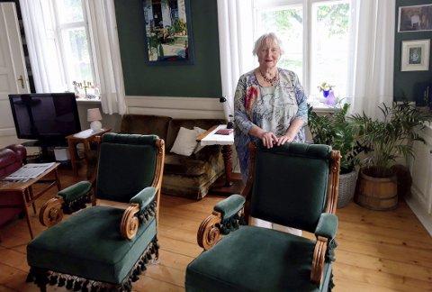 Anne Lise Gjone i sin Gamlebyen-bolig, som er preget av hennes sans for historie, kultur og kunst.8 8FOTO: GEIR LØVLI