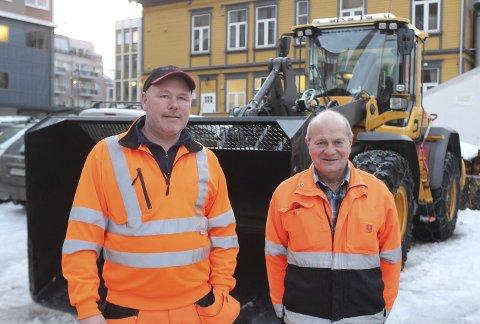 SJÅFØRER: Frode Nergård og Jack Nygård har begge lang fartstid i jobben som brøytebilsjåfører.