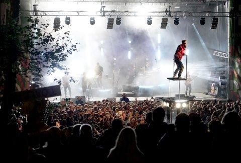 AVLYST: Sondre Justad var en av artistene som leverte et forrykende show i Bromsgårdparken i fjor. Etter at regjerningen forlenget forbudet mot arrangementer med over 500 deltakere, må vi vente til neste år med å gjenta suksessen.