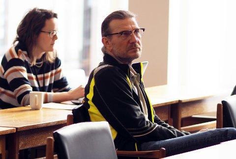 HAR KONTROLL: Smittevernlege Thomas Hultstedt sier de har full kontroll på siste covid19-tilfelle.