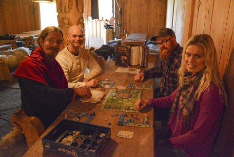 MidgardCon: Fredrik Bjønnes, Jardar Nygård, Stig Førsund og Anne Doksrød gleder seg til heldags brettspillmoro.