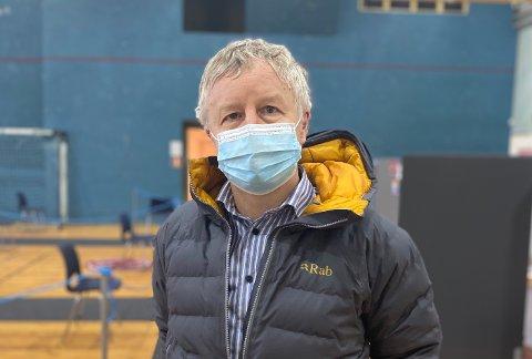 ORFØRER: Selv om Horten nå letter på smitteverntiltakene oppfordrer Are Karlsen folk til å fortsatt bruke munnbind i tiden fremover.