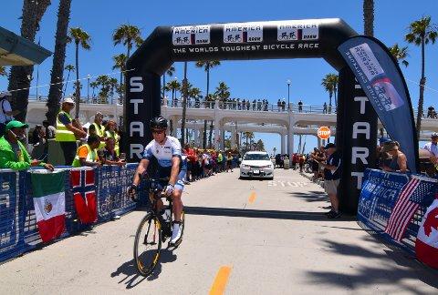 Johnny Stausholm syklet 1100 kilometer på tre døgn i Race Across America i 2017. Nå skal han sykle 300 kilometer på en dag.