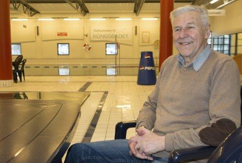 TROFAST BRUKER: Johnny Kristiansen (82) er en av de mest trofaste brukerne av Kongsbadet. – Jeg har vært i bassenget tre ganger i uka i 30 år. At jeg er i såpass god form, kan jeg blant annet takke dette flotte anlegget for, mener den tidligere trygdesjefen i Kongsvinger.