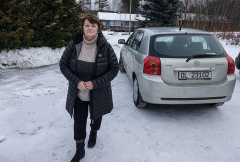 LYKKELIG LØSNING: – Jeg er virkelig lettet over å slippe 27 mils omveg hjem, sier Unni Henriksson.
