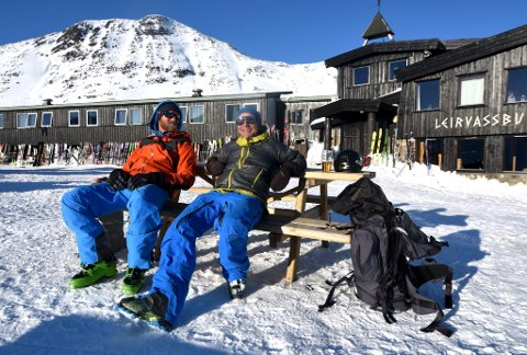 Etter en lang og mektig tur fra Spiterstulen er det godt å komme fram til Leirvassbu og sette seg i solveggen.