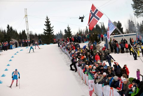 Det har vore antydning til folkefest under verdscuprenna på Lillehammer. Det er liten grunn til å juble over økonomistyringa, slår ein ny rapport fast.