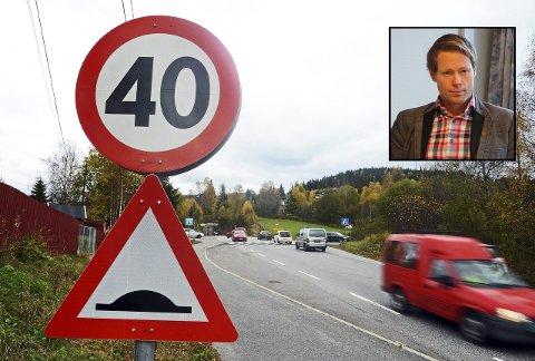 UENIGE: Statens vegvesen har planer om trafikksikkerhetstiltak i Grua sentrum. Ordfører Harald Tyrdal (innfelt) vil samtidig se på vegen sørover.