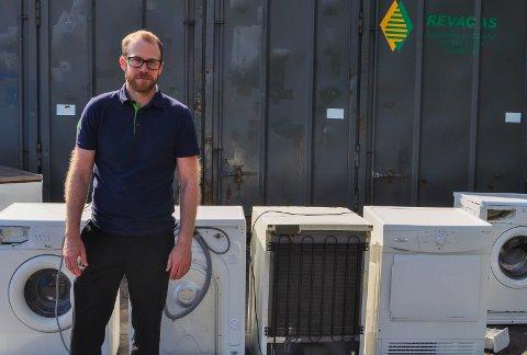 ELAVFALL: Nå blir det overvåkning av elavfallet på Andfossen. Rune Dalby synes det er fint at kjeden gjør tiltak for å begrense tyveri.