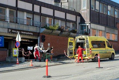 MOTTAK: I mars ble parkeringshuset til Gjøvik sykehus omgjort til pandemimottak. 10. juni har Sykehuset Innlandet fire personer innlagt med koronaviruset. Det blir ikke oppgitt hvilket sykehus de er innlagt ved.