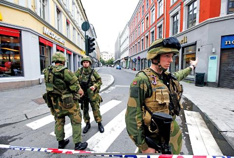 Regjeringskvartalet: Kjetil Stenberg med medsoldater under operasjonen i Oslo sentrum. Kjetil fikk i oppdrag å sikre ytre perimeter av Regjeringskvartalet.