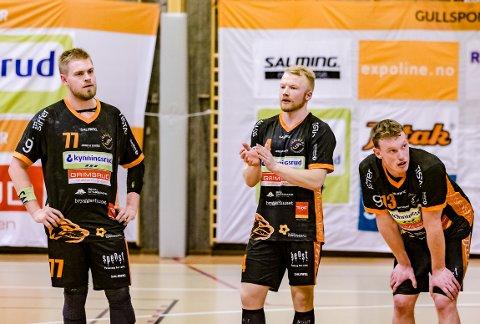 DEPPET: Rasmus Mølgaard (tv), Trym Bilov-Olsen og Gabriel Setterblom måtte skuffet innse at Haslum rappet med seg begge poengene fra Remmen.