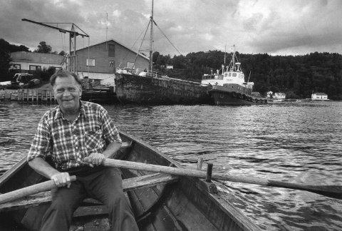 I opplag: M/S Vebo (i bakgrunnen) var rusten og i en ellers dårlig forfatning. Den norske staten hadde ansvaret for skipet etter at det var inndratt, og Rolf Myhren ventet utålmodig på at frakteskøyta skulle bli hentet, slik myndighetene hadde lovet.