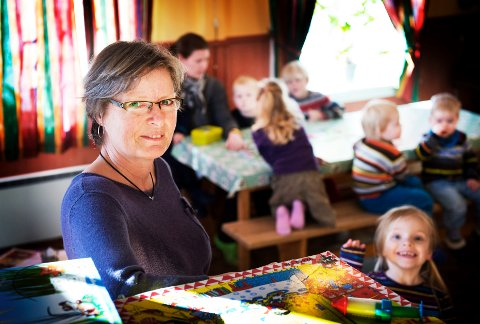 FORTSETTER: – Hovedbudskapet vårt er at vi ikke legger ned, men tar imot ett barn til – dersom vi får nok søkere, sier styrer Birthe Kjernlie i Berg barnehage.