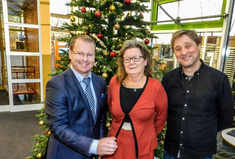 FORNØYD: Roar Lund (tv), Wenche Olsen og Lars Pedersen Due fra Arbeiderpartiet har jobbet hardt for å utbyggingen av Halden videregående skole. Nå er de ett steg nærmere.